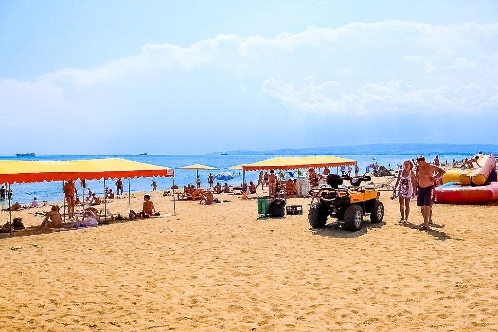 золотой пляж берегового крым