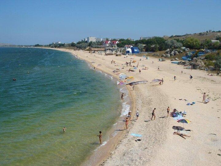 Пляж в Русской бухте щелкино Крым