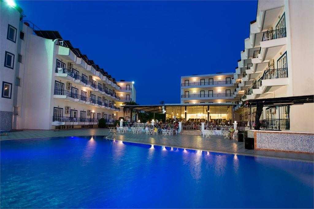 Ares Blue Hotel 4* бассейн