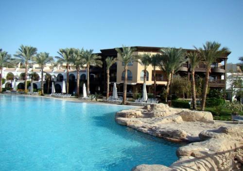 Бассейн отеля Savoy Sharm El Sheikh 5*