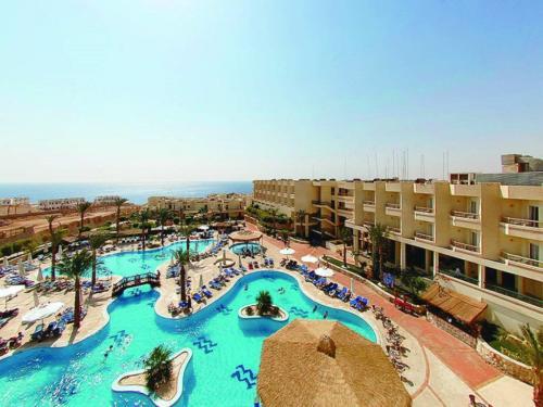 Бассейн отеля Hilton Sharks Bay Resort 4*