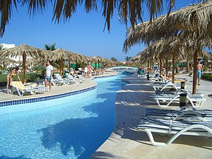 Бассейн отеля Long Beach Resort 4*