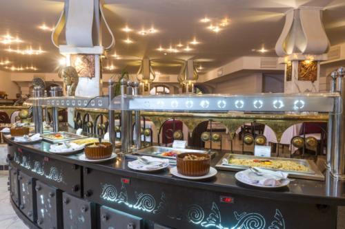 Ресторан отеля Aladdin Beach Resort 4*
