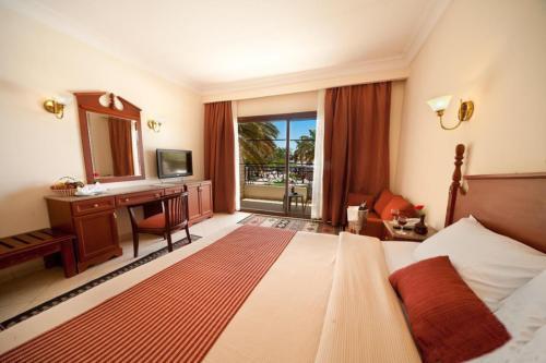 Номер отеля Aladdin Beach Resort 4*