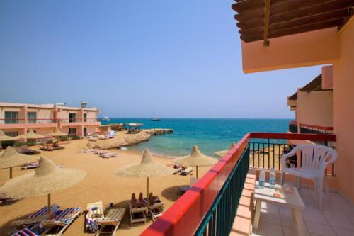Пляж отеля Beirut 3*