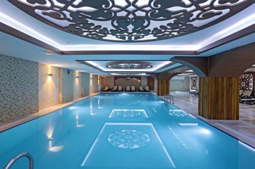 Крытый бассейн отеля Club Hotel Phaselis Rose 5*