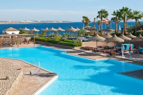 Бассейн отеля Sharm Reef Hotel 3*