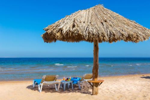 Пляж отеля Aladdin Beach Resort 4*