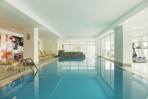 Крытый бассейн отеля Grand Park Kemer 5*