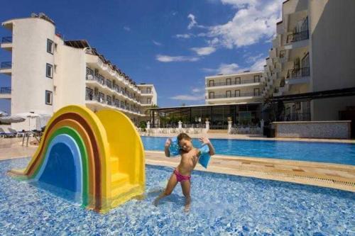Ares Blue Hotel 4* детский бассейн