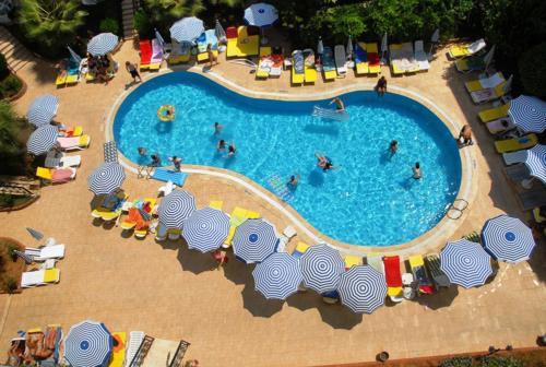 Артемис Принцесс хотел бассейн