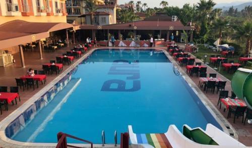 Aura Resort hotel бассейн