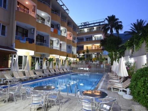 Банана отель 4 бассейн