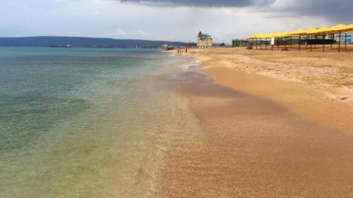Пляж берегового