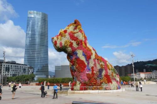 Бильбао Испания щенок из цветов