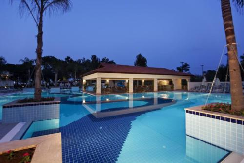 Champion Holiday Village бассейн