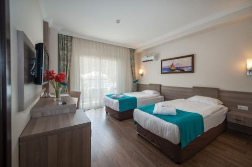Crystal Aura Beach Resort & Spa номер