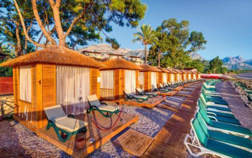Crystal Aura Beach Resort & Spa пляж