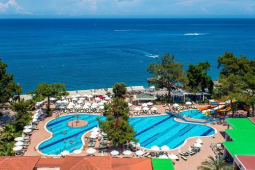Crystal Aura Beach Resort & Spa море