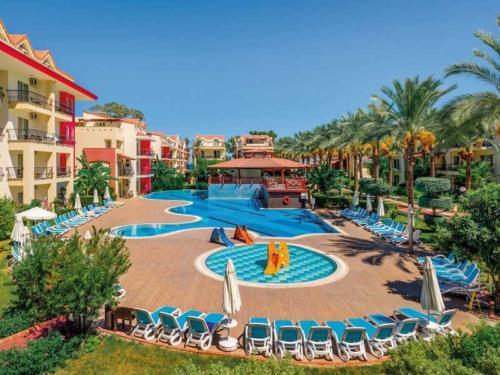 Crystal Aura Beach Resort & Spa детский бассейн