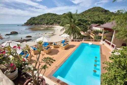 Crystal Bay Beach Resort бассейн