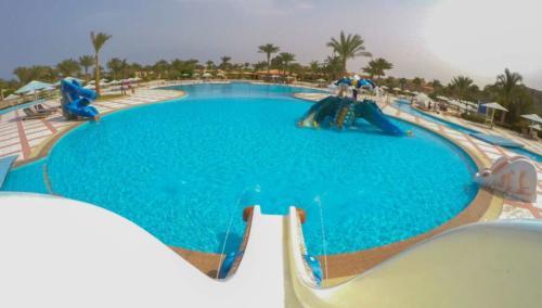 Бассейн отеля Pharaoh Azur Resort 5*