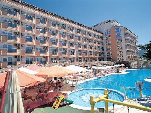 First Class Hotel бассейн