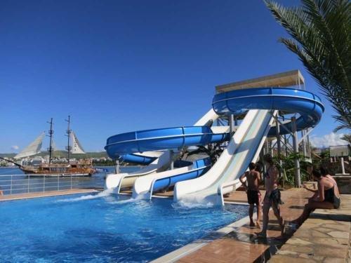 Голд Исланд отель аквапарк