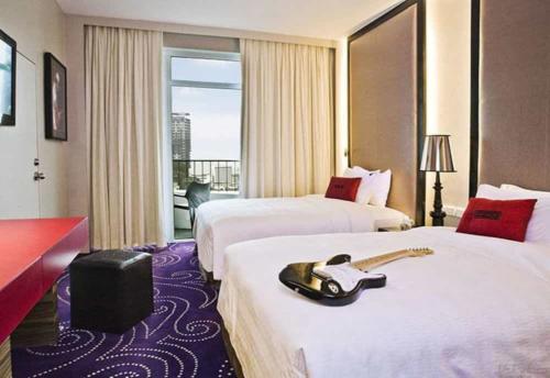 Hard Rock Pattaya Hotel кровать
