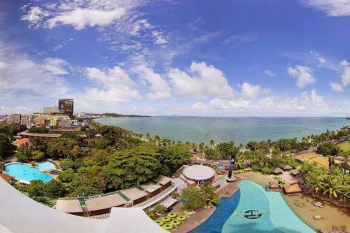 Hard Rock Pattaya Hotel вид на пляж