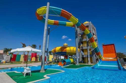 Аквапарк отеля Aladdin Beach Resort 4*
