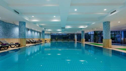Мериан отель 5* бассейн