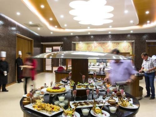 Мишель отель 5* шведский стол