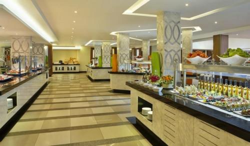 Ресторан отеля  Hilton Sharks Bay Resort 4*