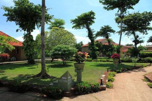 Территория отеля Club Palm Bay