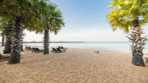 Пляж отеля Равиндра 4* Паттайя