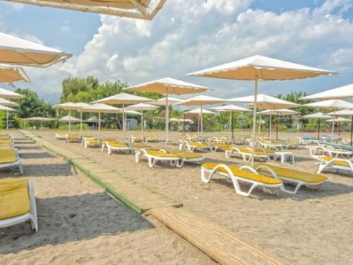 Пляж отеля Sinatra Hotel 4*