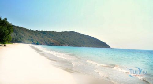Пляж танцующей девушки