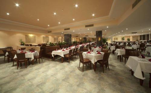 Ресторан отеля AMC Royal Hotel & Spa 5*