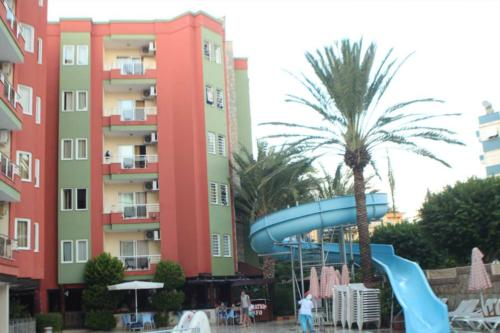 Xeno Hotel Alpina водные горки