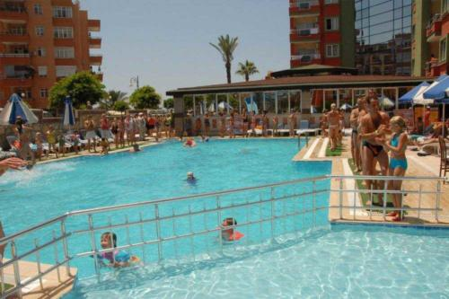 Xeno Hotel Alpina бассейн