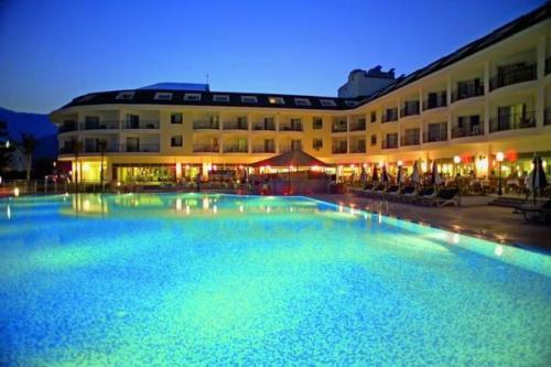 Zena Resort Hotel бассейн